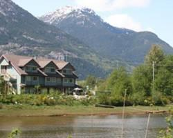‪Squamish Inn on the Water‬