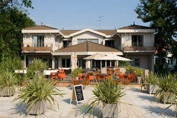 Photo of Hotel Cote Sable Lege-Cap-Ferret