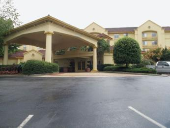 La Quinta Inn &amp; Suites Raleigh Crabtree's Image