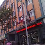 Motel 168 (Shanghai Xuchang Road)