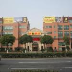 Super 8 (Shanghai Songjiang Rongle East Road)