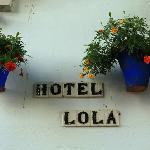                    hotel lola