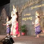 ‪Traditional Khmer Dancing at Cambodian Children's House of Peace‬