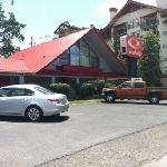 Φωτογραφία: Econo Lodge Belle Aire Hotel