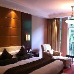 West Lake Hillview International Hotel resmi