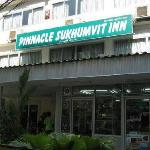 Foto de Pinnacle Sukhumvit Inn