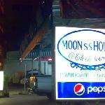 Moon House @ Clock Tower resmi