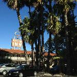 Americas Best Value Padre Trail Inn resmi