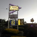 Foto de Village Family Motor Inn