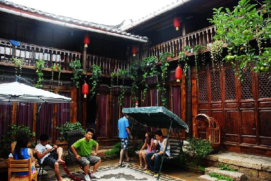 Naxi Net Inn Main House