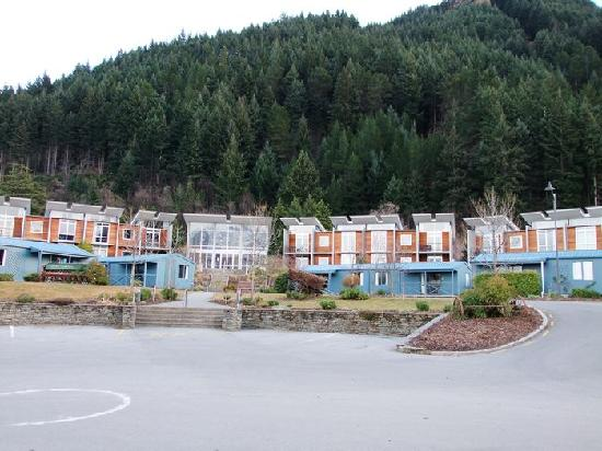 overview 1 picture of queenstown lakeview holiday park. Black Bedroom Furniture Sets. Home Design Ideas