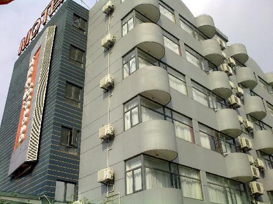 ‪Motel 168 (Shanghai Yili South Road)‬