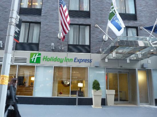 Holiday Inn Express New York City-Wall Street: 酒店外观