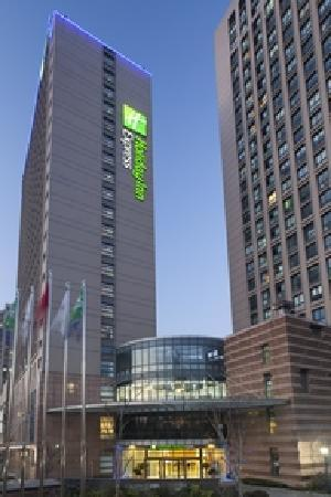 ‪Holiday Inn Express Shanghai Wujiaochang‬