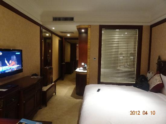 Howard Johnson Hongqiao Airport Hotel Shanghai: 卧房