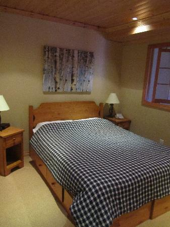 Glacier Lodge & Suites Managed By ResortQuest Whistler: 主卧  Main Bedroom