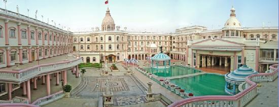 Photo of Royal Garden Hotel Kunming