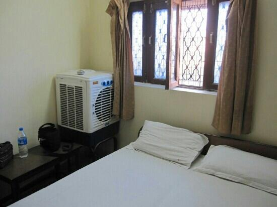 ‪‪Vivek Hotel‬: three bed room‬