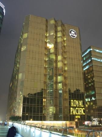 The Royal Pacific Hotel & Towers: royal pacific
