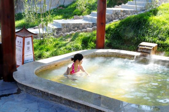 Huaying White Deer Hotspring Holiday Center
