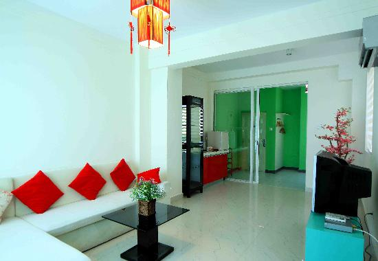 Sunshine Holiday Apartment Hotel (Sanyawan): 客厅  亚龙湾