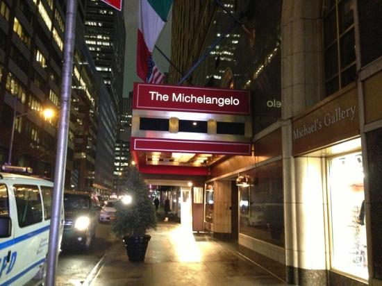 The Michelangelo Hotel:                   前门