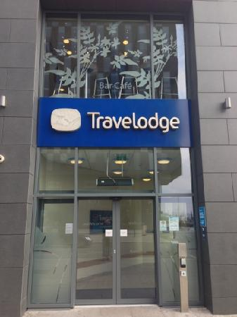 Travelodge Liverpool Central The Strand: Hotel entrance