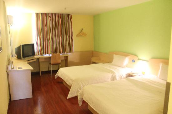 7 Days Inn Jinhua Railway Station Square