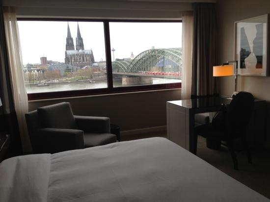 Hyatt Regency Cologne: river view room at club floor