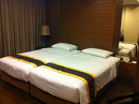 FuramaXclusive Sathorn: 拼在一起的twin bed,可能卧室面积太小