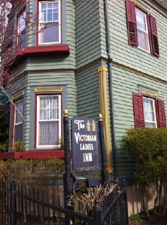 Victorian Ladies Inn: hotel
