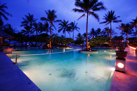 Nusa Dua Beach Hotel & Spa: 泳池