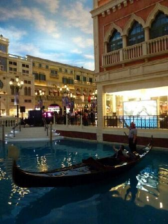 The Venetian Macao Resort Hotel: 吵