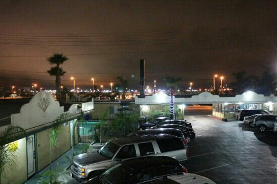 Super 8 Los Angeles Airport: out