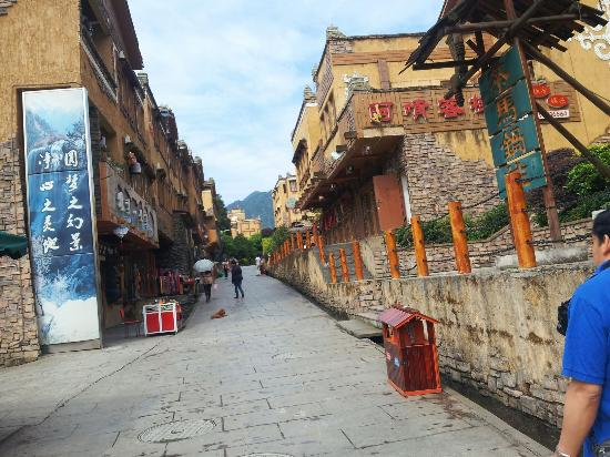 Wenchuan County, China: 古镇的街上