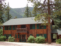 ‪Rocky Mountain Lodge & Cabins‬