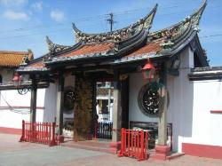 Entrance to Buddist Temple (24563865)