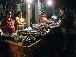 ‪That Luang Night food market‬