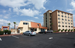 Emerald Coast Inn & Suites