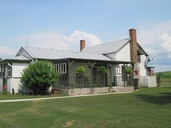 Thistle Ridge Bed & Breakfast & Winery Tours