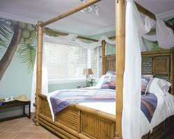 Crane's BeachHouse Hotel & Tiki Bar