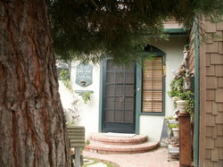Bauers' Gilded Nest Bed and Breakfast Homestay