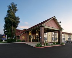 BEST WESTERN PLUS Town & Country Lodge