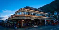 ‪Adventure Queenstown Hostel & Chalet‬
