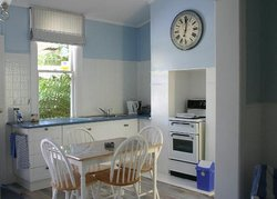 Devonport Bed and Breakfast - Cameo Cottage