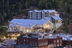 Deadwood Mountain Grand Hotel