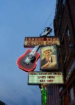 Walkin' Nashville - Music City Legends Tour