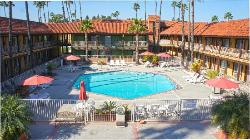 Saddleback Inn And Suites