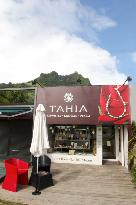 Tahia Exquisite Tahitian Pearls -Bora Bora