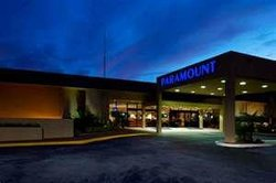 Paramount Plaza Hotel & Suites